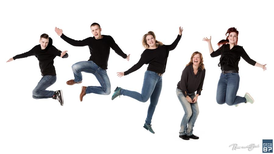 Springen Met De Hele Familie Tijdens Een Fotoshoot Bij Fotostudio 87