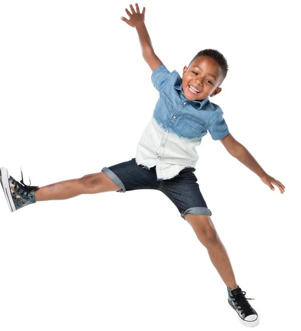 fotoshoot vrolijk kind springend
