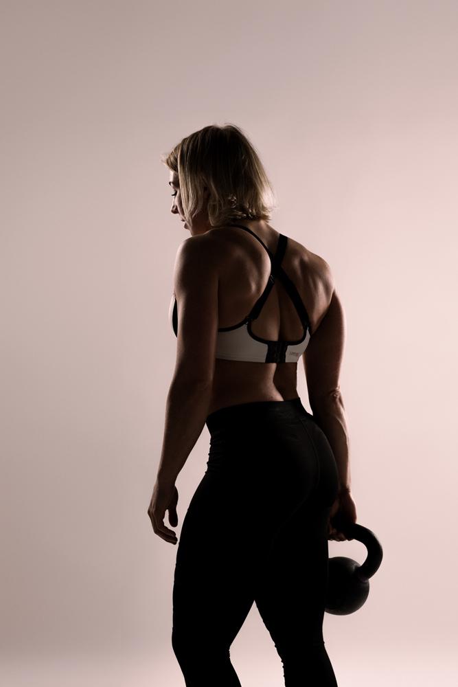 sportieve fotoshoot lingerie vrouw kleuren