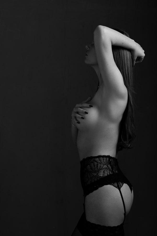 lingerie fotoshoot sexy topless zwart wit