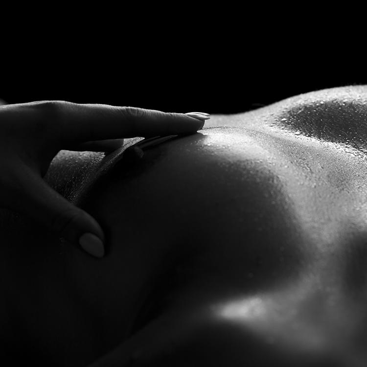 naakt fotoshoot borst zwart wit
