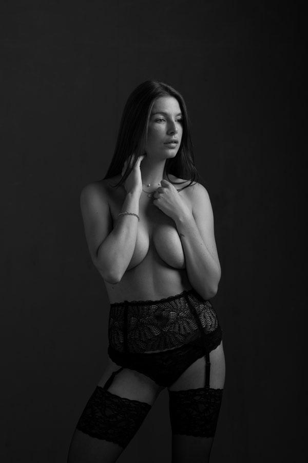 portret fotografie topless vrouw zwart wit