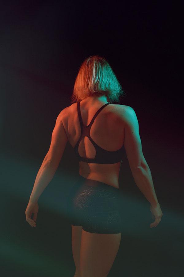 conceptuele sport fotografie vrouw in sportkleding