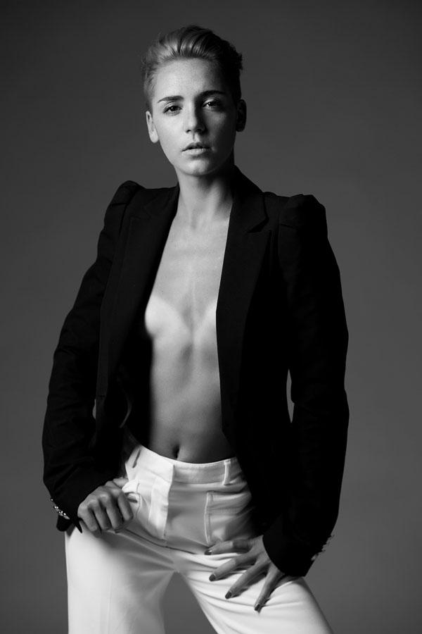 sexy fotoshoot van actrice zwart wit
