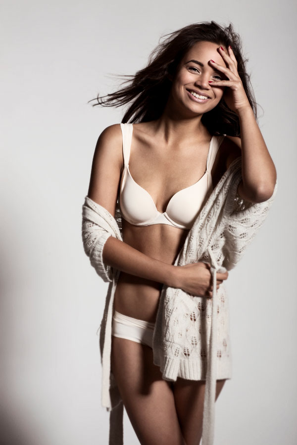 portret fotoshoot lingerie vrouw met lach