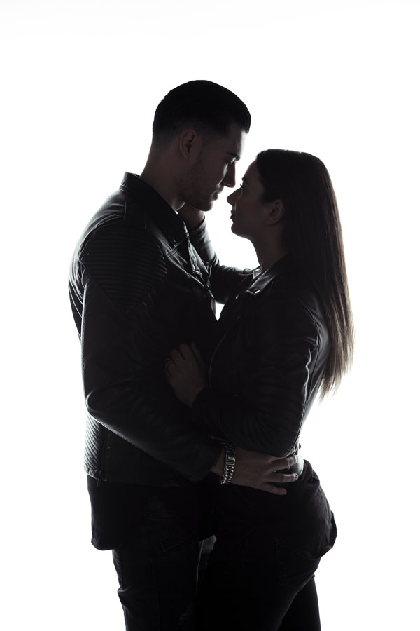 intieme love fotoshoot man en vrouw zwart wit