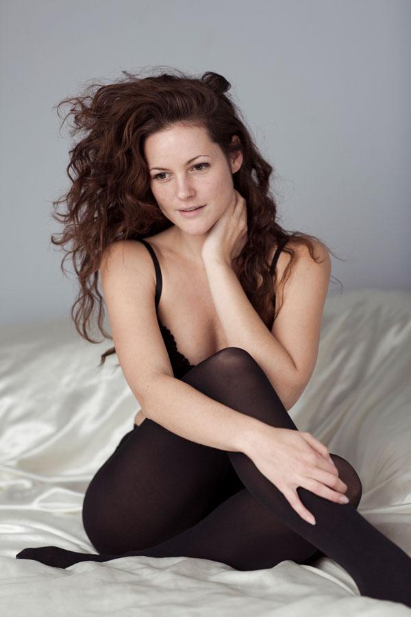 sexy portret fotoshoot lingerie vrouw die zit