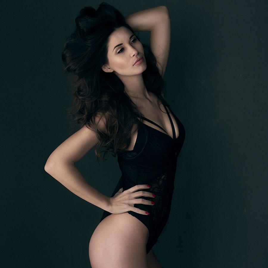 krachtige vrouw fotoshoot in lingerie
