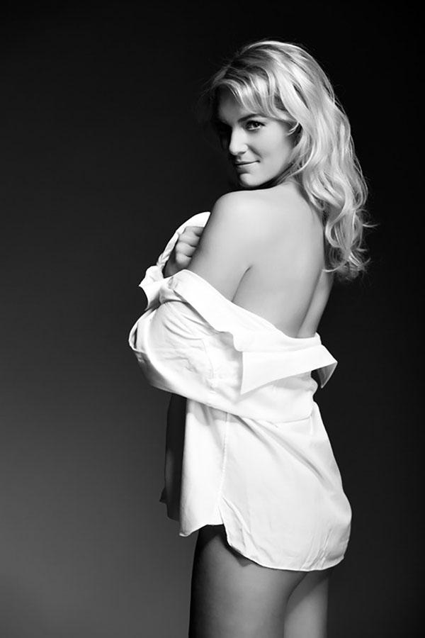 sexy fotoshoot vrouw met blouse