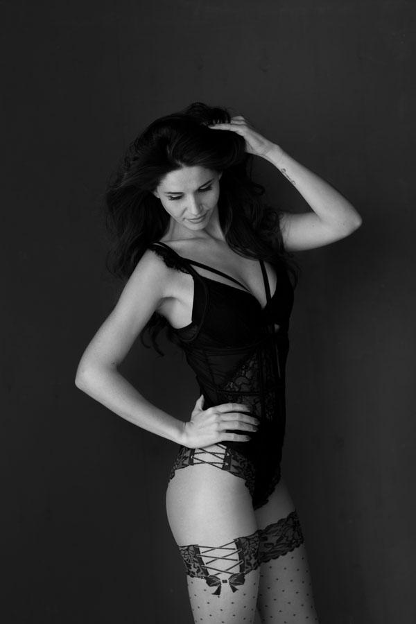 sexy portret fotoshoot van vrouw in lingerie zwart wit