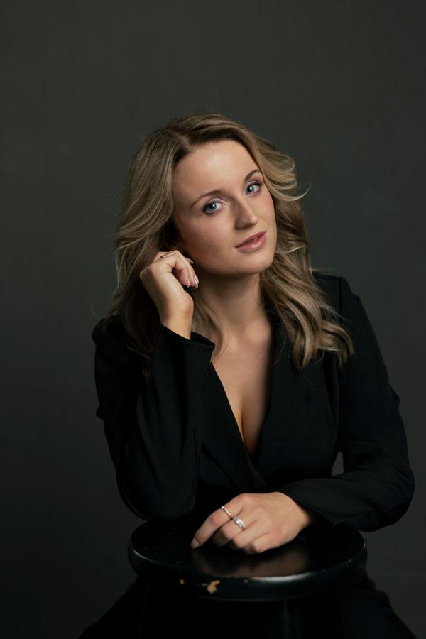 sexy portret glamour fotoshoot vrouw donkere ruimte