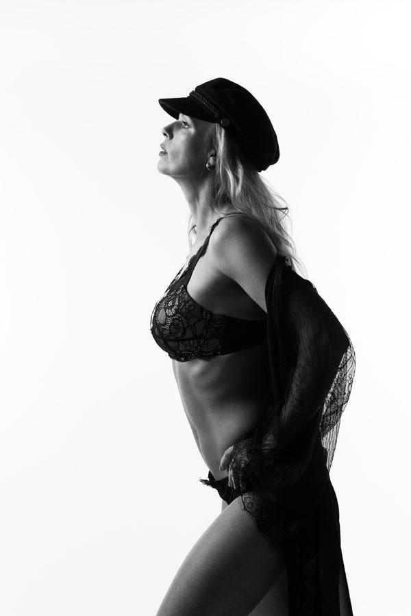 stoere vrouw portret fotoshoot in lingerie