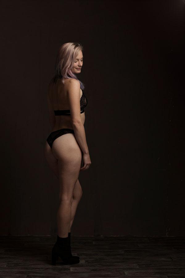 stoere sexy portret fotoshoot vrouw in het donker