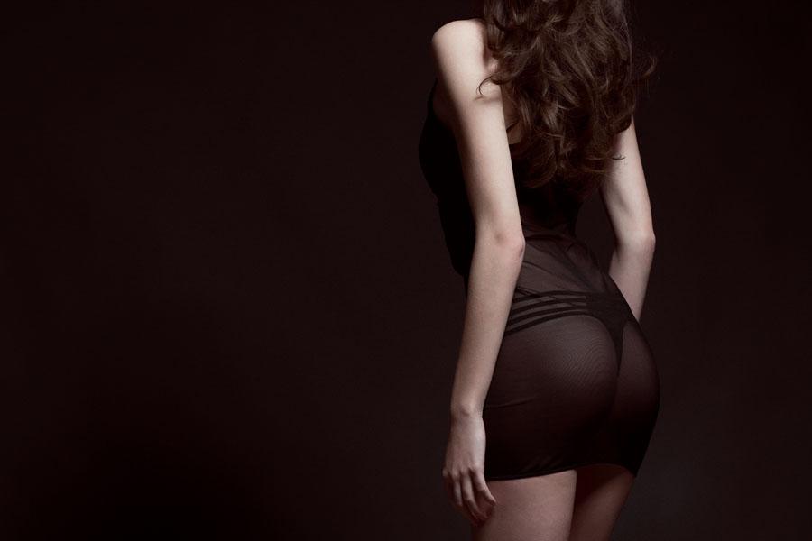 uitdagende fotoshoot achterkant vrouw