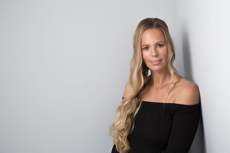 portret fotoshoot vrouw lang blond haar