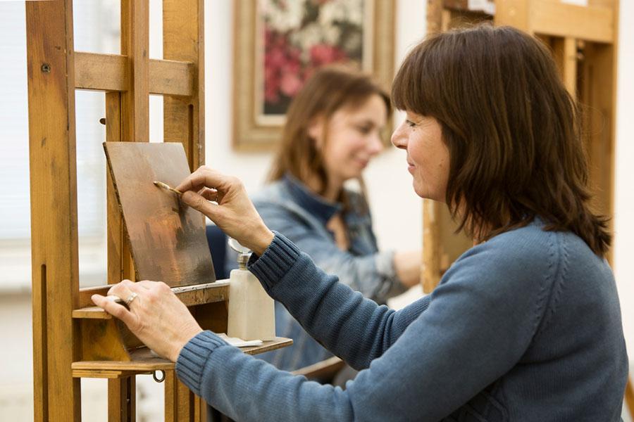 zakelijke fotografie kunst vrouw met schilderij